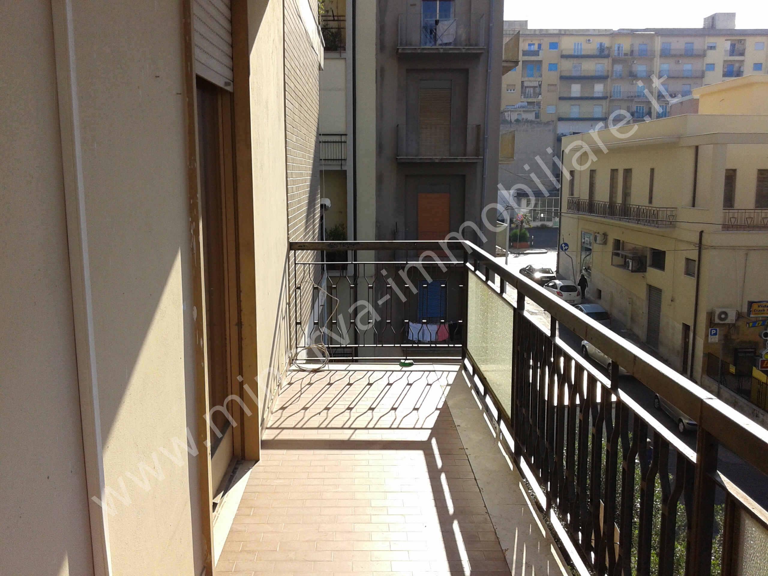 Cinque vani in affitto Lentini centro