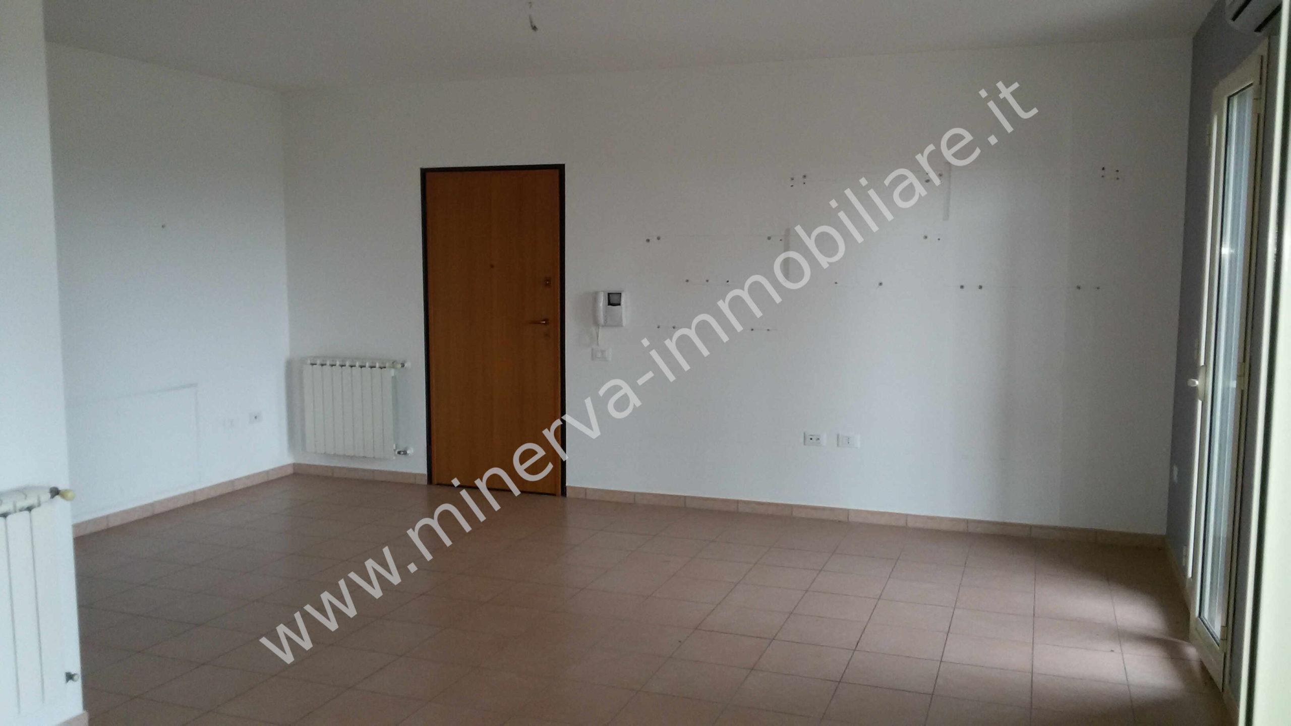 Appartamento con garage via Nisida Lentini